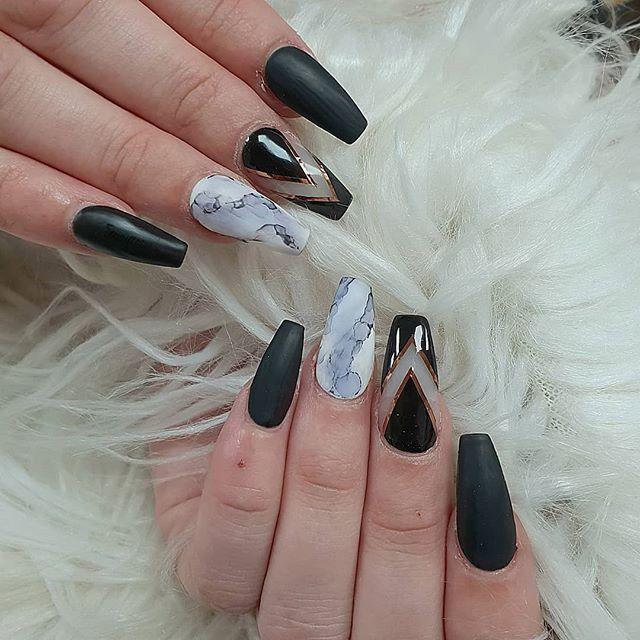Nail in Black
